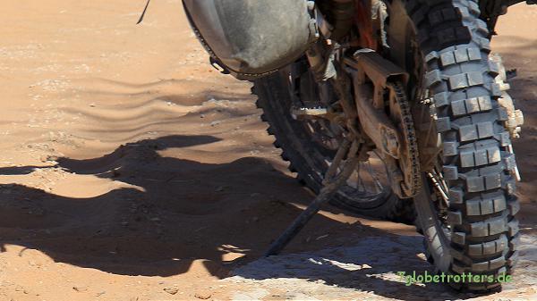 Enduro fahren im Sand unterscheidet sich je nach Grundwasserstand