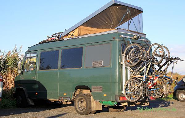 6 Fahrräder am und auf dem MB 711 D zur Kranichtour