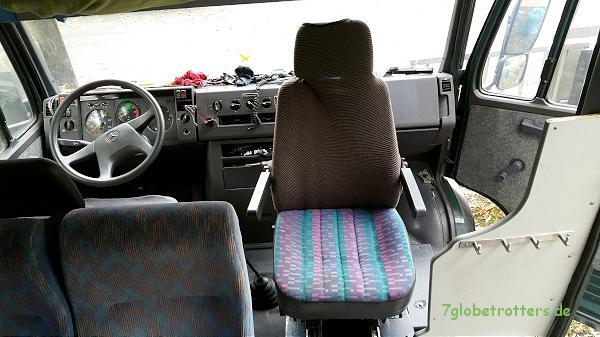 Das Drehgestell dreht den Beifahrersitz in den Mittelgang des Vario