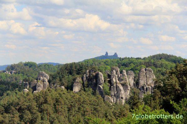 Böhmisches Paradies mit der Burg Trosky