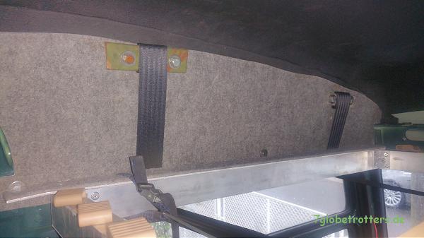 Hubbett im Kastenwagen - Fahrerhaus: Seitliche Dachverkleidung mit Gurtaufnahme