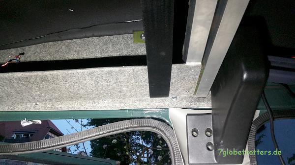 Hubbett an der Kastenwagen - Schiebetür mit unteren Knotenblechen