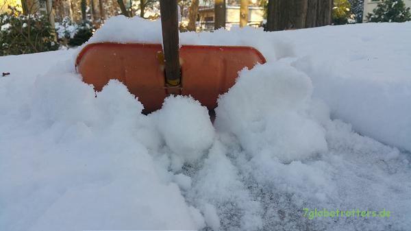 Schneeschieben auf dem Aufstelldach