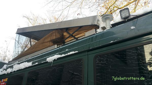 aufstelldach im winter schneeschieben auf dem wohnmobil. Black Bedroom Furniture Sets. Home Design Ideas