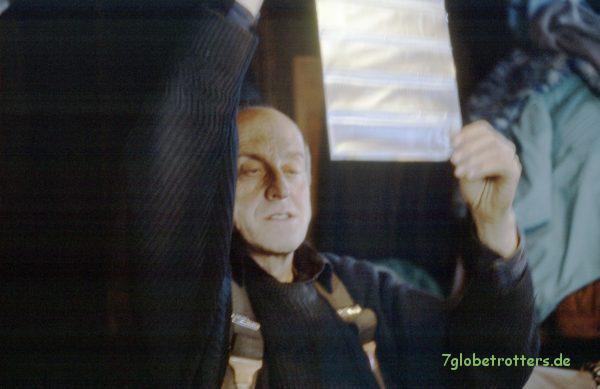 Gustav Ginzel 1993 beim Dias sichten im Misthaus