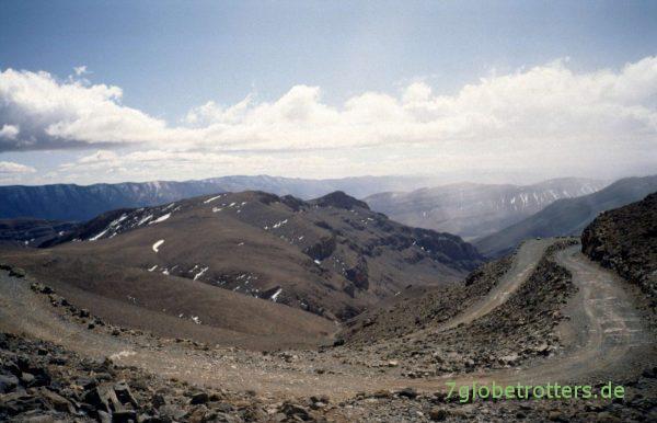 Piste durch den Hohen Atlas: Berge um den Tizi-n-Tirherhouzine