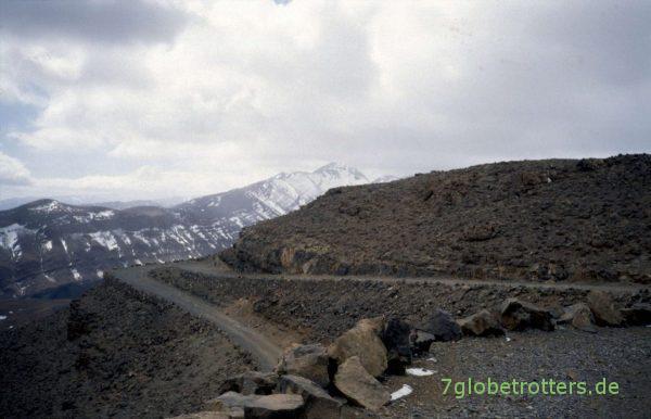 Serpentinen zum Tizi-n-Tirherhouzine