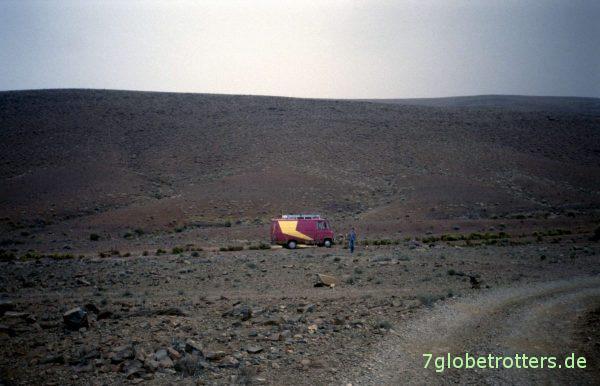 So klein im Nirgendwo: MB 407 D auf der Gebirgspiste nach Bou Azzer