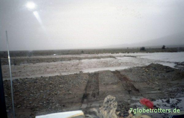 Furten durch überflutete Wadis in Marokko