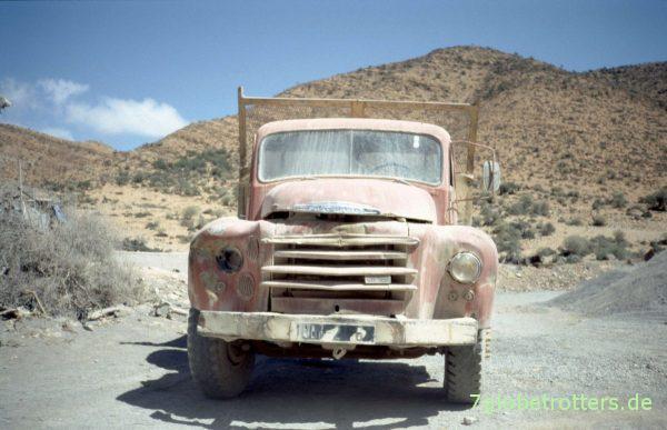 Arbeiten bis zum bitteren Ende: Bedford LKW in Marokko