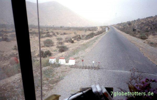Straßenkontrolle mit Nagelbrett in Marokko