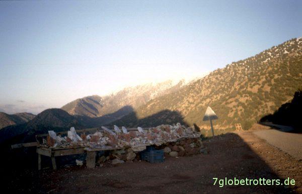 Mineralienverkauf auf dem Tizi n'Test