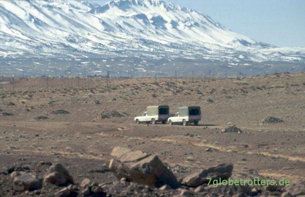 Da fahren die Peugeots wieder - mit den Ladeflächen voller Mineralien aus Marokko