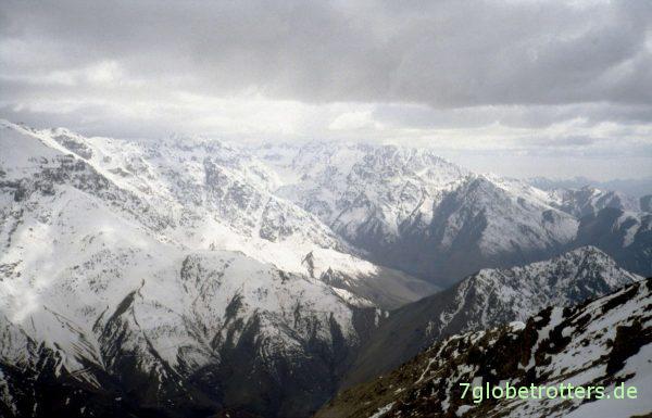 Rundblick über den Hohen Atlas mit Aroumd
