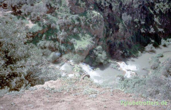 Blick die Wasserfälle von Ouzoud hinunter