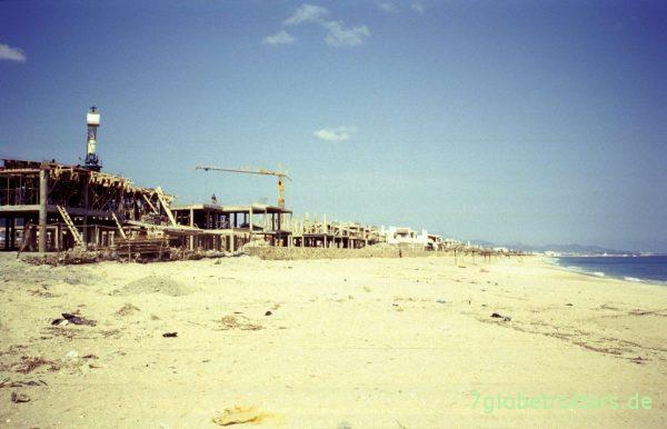 Stellplatz an einer Baustelle bei M'Diq am Cabo Negro