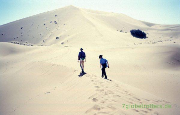 Aufstieg zur Großen Düne von Merzouga