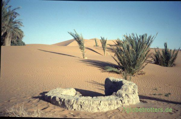 Versandeter Brunnen am Rand der Sahara