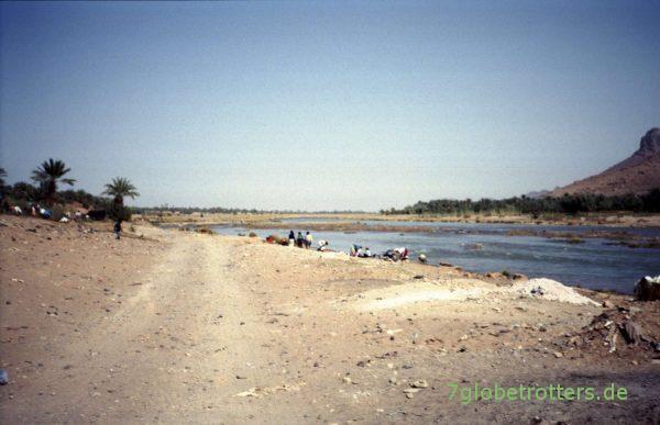 Wäschewaschen am Oued Draa