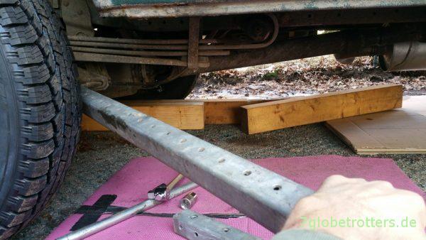 Lösen der alten Federbriden - mit einer Verlängerung von 1,50 m