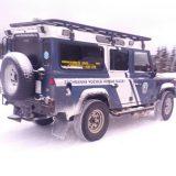 Dynamisch unterwegs: Land Rover Defender im Schnee