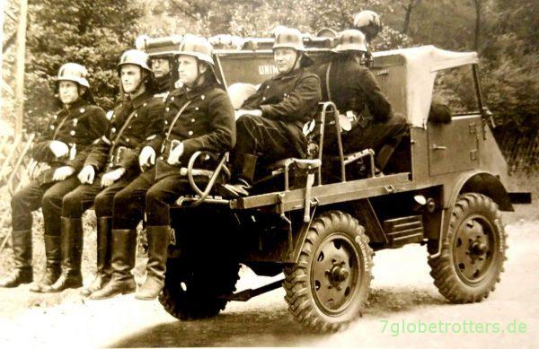 Feuerwehr-Unimog mit 9 Sitzplätzen (entn. aus Unimog - Alle Typen S. 16)
