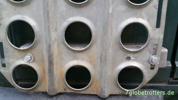 Sandblechhalter senkrecht am Fahrzeugheck des MB 711 D