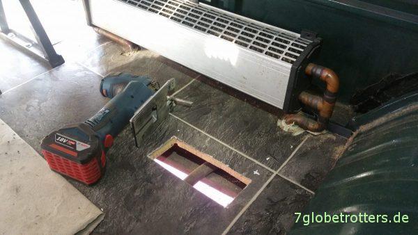 Truma Gasheizung selbst einbauen: Bodenöffnung herstellen