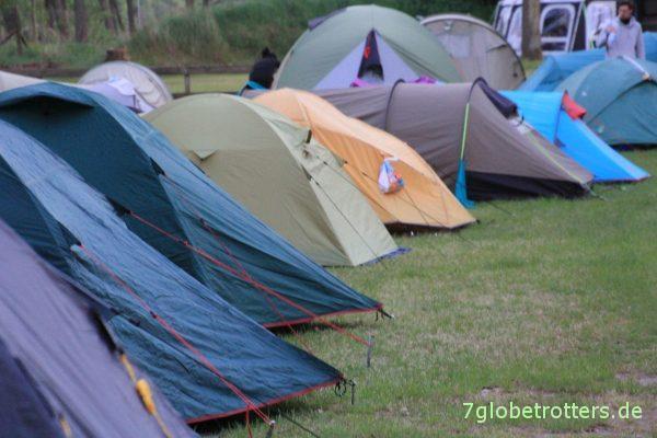 Voll, aber sehr angenehm: Wasserwanderer auf dem Campingplatz am Drewensee
