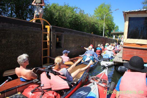 Wasserwandererstau an der Schleuse Canow