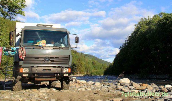 Die Wasserversorgung mit Brauchwasser ist oft kein Problem: Expeditionsmobil MB 1124 AF