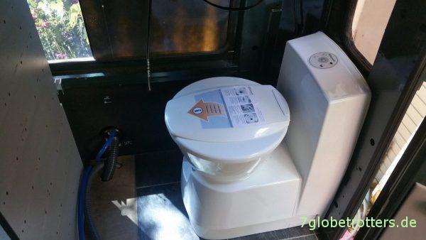 Probemontage der Kassettentoilette im Wohnmobil
