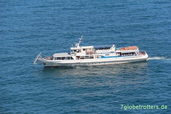 Touristenboot am Schwalbennest bei Jalta