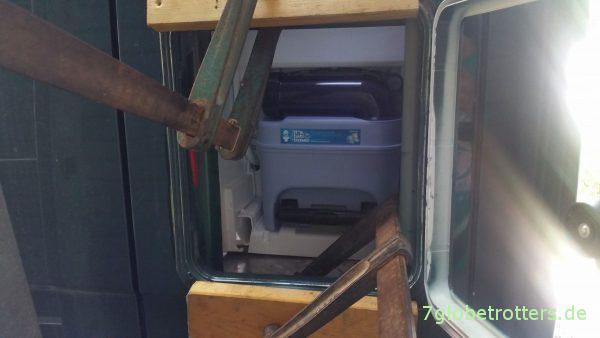 Serviceklappe einkleben mit Sikaflex