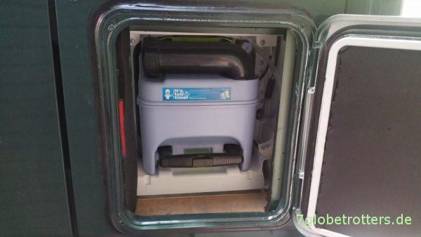 Serviceklappe für die Kassettentoilette im Wohnmobil