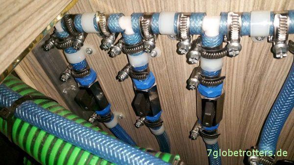 Wasserversorgung: Leitungszentrale mit Umschaltern für die 3 Wassertanks
