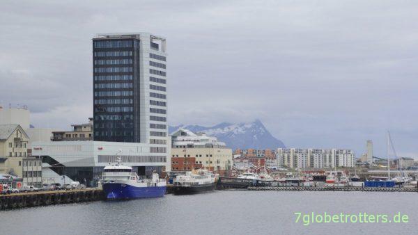 [17:20] Auslaufen aus dem Hafen von Bodø