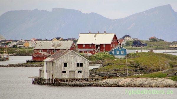 [20:50] Lofotenhäuser auf der Insel Røst