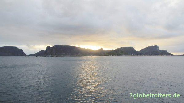 Værøya kommt in Sicht
