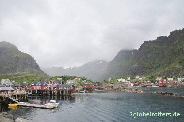 Blick von der Hafenmole auf Å