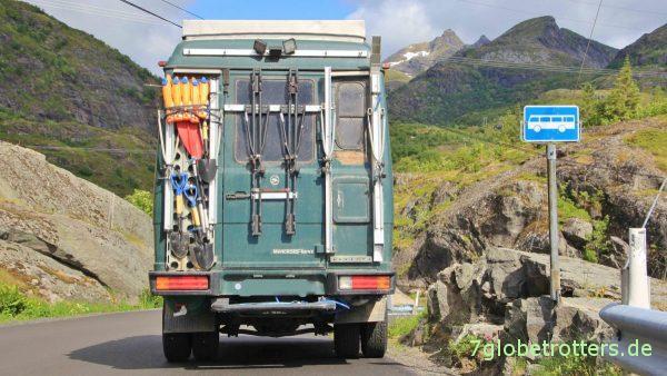 Busparkplatz auf den Lofoten