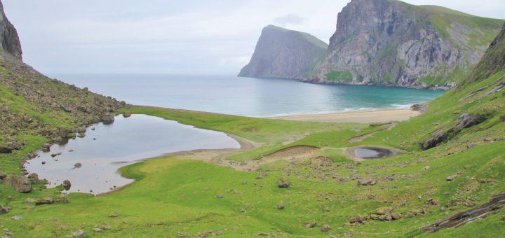 Die Kvalvika-Bucht kommt in Sicht