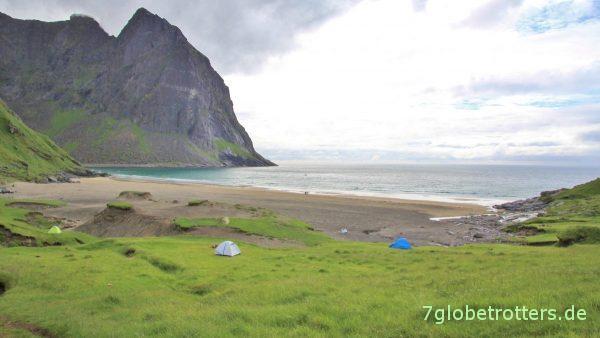 Lofoten: Wanderziel Kvalvika-Bucht mit Zelten