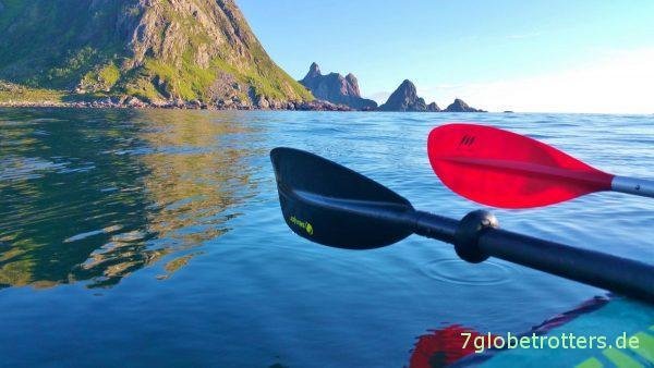 Paddeln vor der schönen Küste von Andøya