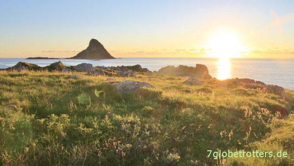 [23:30] Blick zur Vogelinsel Bleiksøya auf Andøya / Vesterålen