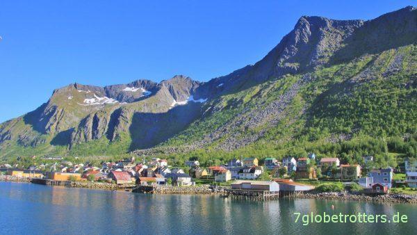 Gryllefjord mit dem Midtertinden (623 m)