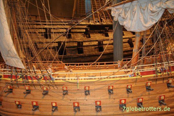 Modell und Original der Vasa im Vasa-Museum Stockholm