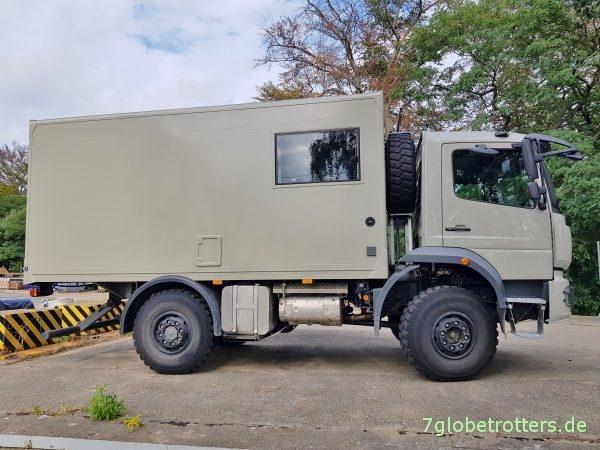 Schickes Mercedes Atego Expeditionsfahrzeug mit Einzelbereifung