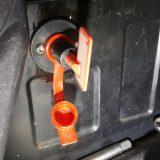 Einbau Batterietrennschalter am Fahrersitzkasten