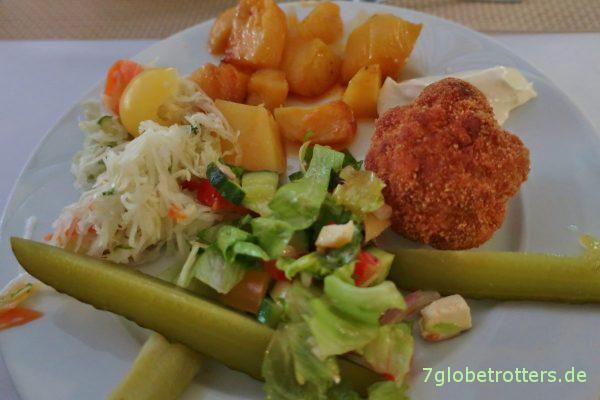 Mittag vom Buffet im Szalki Fogadó / Szalkszentmárton
